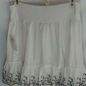 Joe Benbasset women's white embroidered skirt
